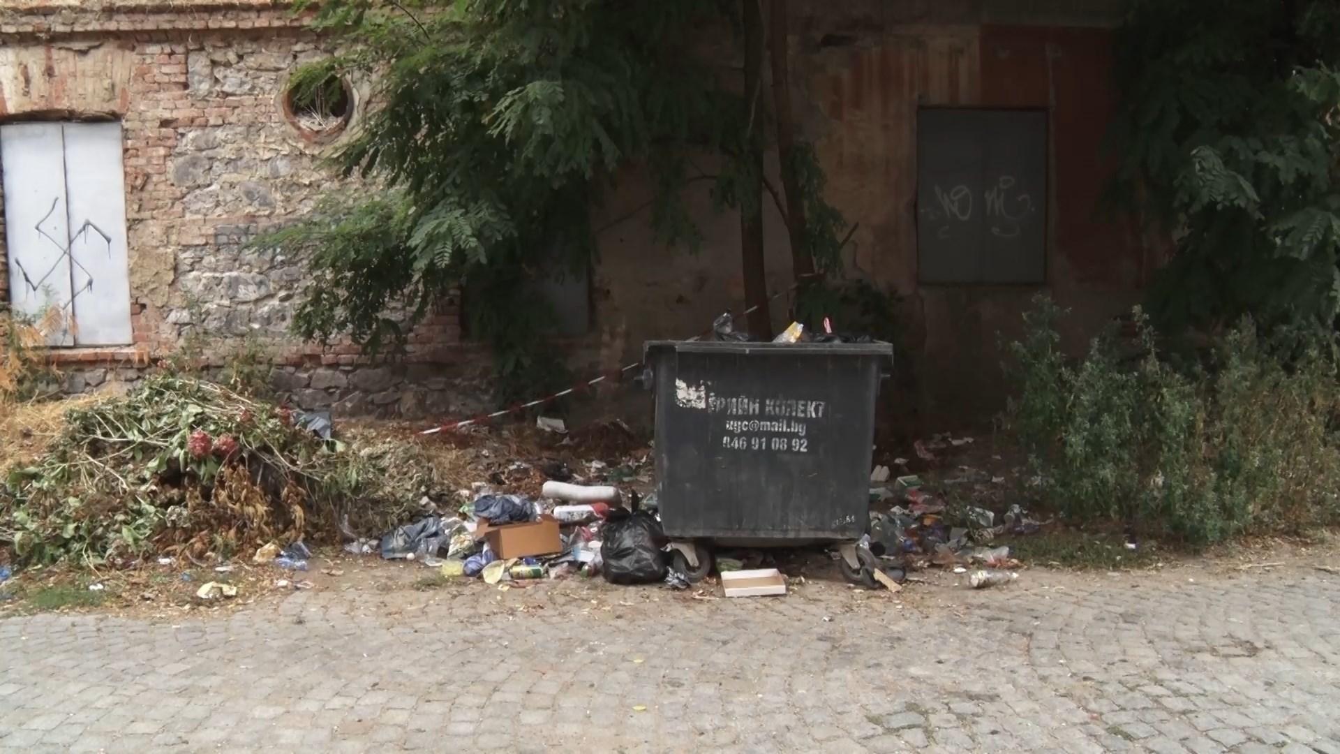Сагата с боклука продължава!!! Каргонските улици са задръстени от боклуци и сухи клони