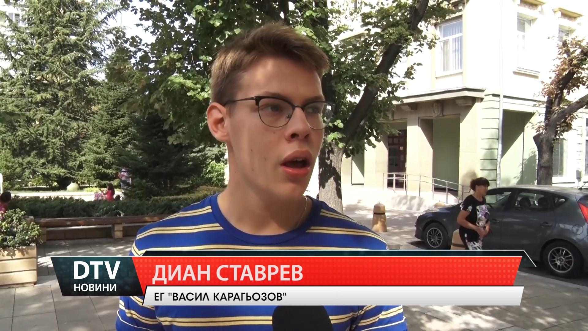 """Ямболлията Диан Ставрев като тийнейджър от соца във филма """"Далеч от брега"""""""