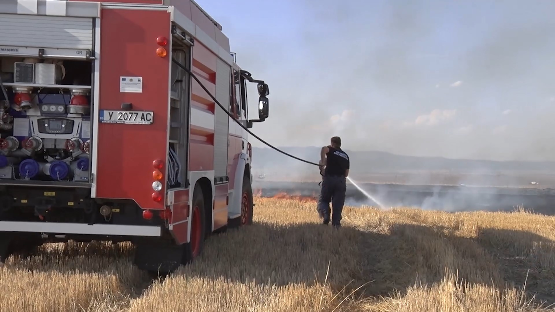 Агрослужители дебнат стопаните за запалени стърнища
